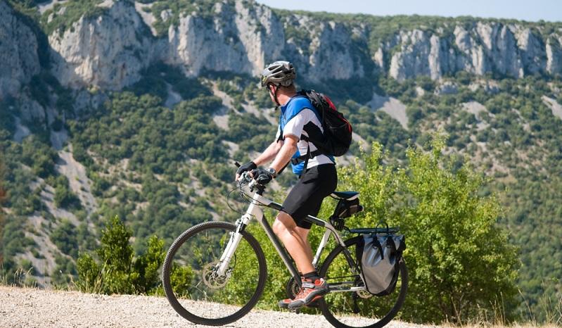 Wer über diese Radwege Frankreich entdecken will, sollte sich also vorher genau erkunden, ob die Véloroutes, die für eine in Frage kommen, auch wirklich als Radrouten angelegt sind, damit man am Ende nicht auf einer Landstraße mit viel Verkehr oder auf einer Schotterpiste mitten in der französischen Pampa landet.(#02)