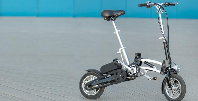 Sehr wichtig ist es, auf das Gewicht und auf die Größe in zusammengeklapptem Zustand zu achten. Davon hängt ab, wie einfach Sie das E Bike Klapprad transportieren können. (#03)