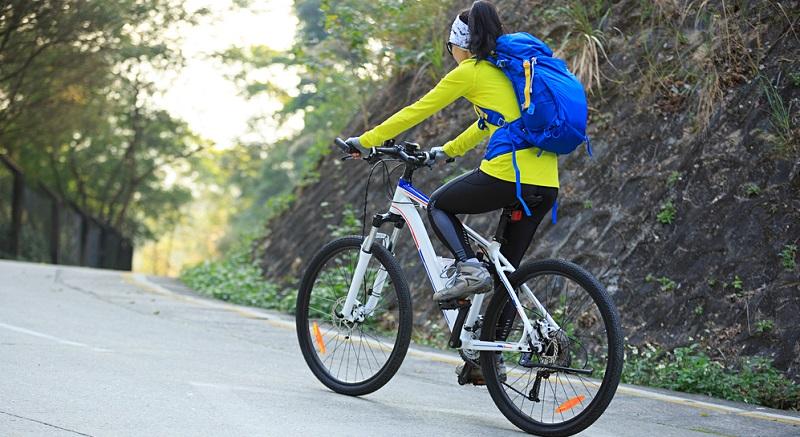 Ein solches Modell trägt Sie sicher durch alle Geländesituationen und ist für ambitionierte Sportler ebenso geeignet wie für Freizeitradler. (#04)