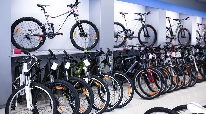 Wer ein neues Mountainbike kaufen will, wird mit vielen unterschiedlichen Bezeichnungen konfrontiert. Bei der Auswahl ist es daher nicht nur wichtig, darauf zu achten, welches der Fahrräder Testsieger wurde. (#01)