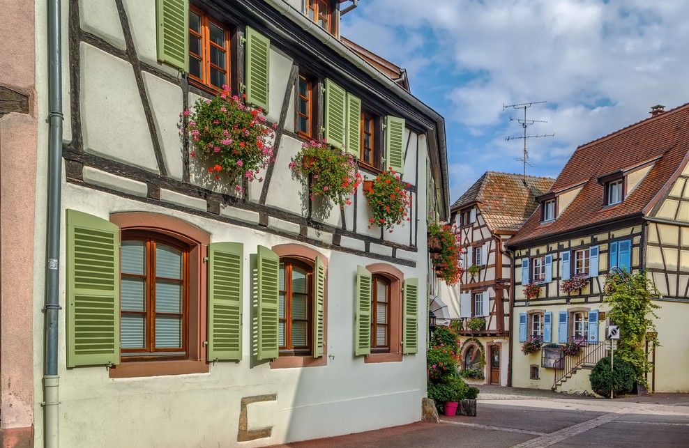 Unterhalb der drei Exen liegt Eguisheim. Auch dieser kleine Ort im Elsaß ist reich an Fachwerkhäusern. (#4)
