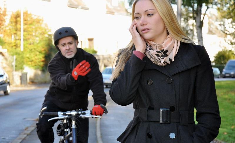 Grundsätzlich gilt, dass Fahrzeuge die Straße zu benutzen haben, wobei das Verkehrsrecht auch Fahrräder als Fahrzeuge definiert.