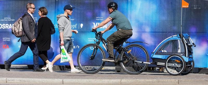 Wer mit dem Fahrradanhänger unterwegs ist, sollte dementsprechend nicht nur sein Tempo anpassen, sondern muss bei seinem Verhalten auch die Breite seines Gefährts überdecken.