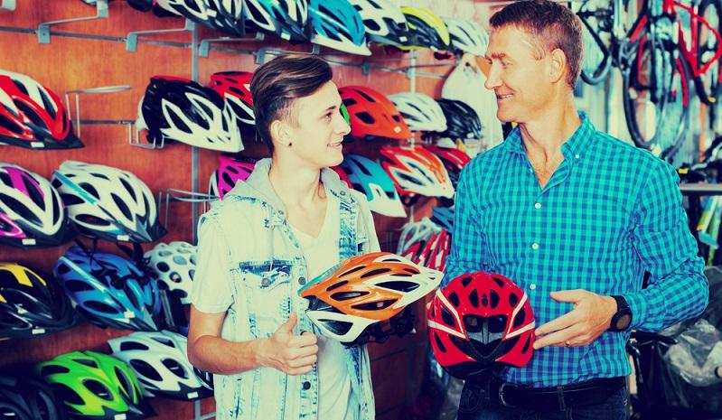 Der Airbag für den Fahrradhelm ist hierzulande noch wenig bekannt, wird aber schon in seiner dritten Generation auf den Markt gebracht.