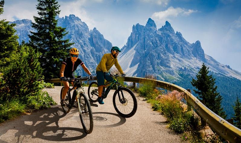 Generell sollten Sie die Strecken für Ihre Fahrten immer so aussuchen, dass Sie zu Ihrem aktuellen Fitness-Stand passen.  (Foto: Shutterstock- gorillaimages)