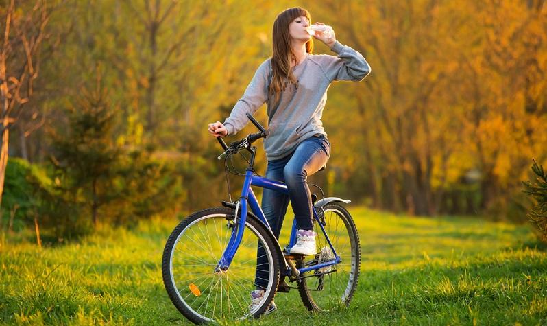 Richtig Radfahren hängt unter anderem mit der korrekten Sitzhaltung zusammen. Dafür ist es notwendig, dass das Fahrrad auch wirklich an die Körpergröße angepasst wird.  ( Foto: Shutterstock- kozirsky )