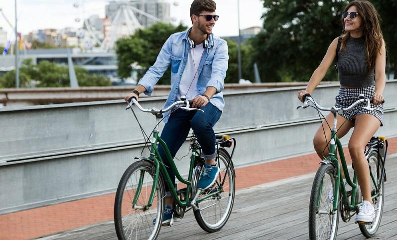 Als Teilnehmer im Straßenverkehr sollten Sie darauf achten, Rücksicht auf die anderen Fahrer zu nehmen.  ( Foto: Shutterstock-  Josep Suria )