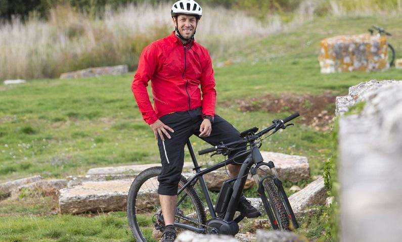 E-Bikes kaufen immer mehr jüngere Menschen, sehr zur Freude der Hersteller ( Foto: Shutterstock-moreimages)