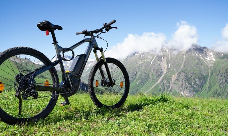Ein gebrauchtes E-Bike wäre eine zusätzliche Möglichkeit sich ein Fahrrad anzuschaffen. (Foto: Shutterstock-Andrey_Popov)